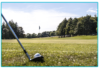 Golf trends 2020 - golfer getting ready to do some putting