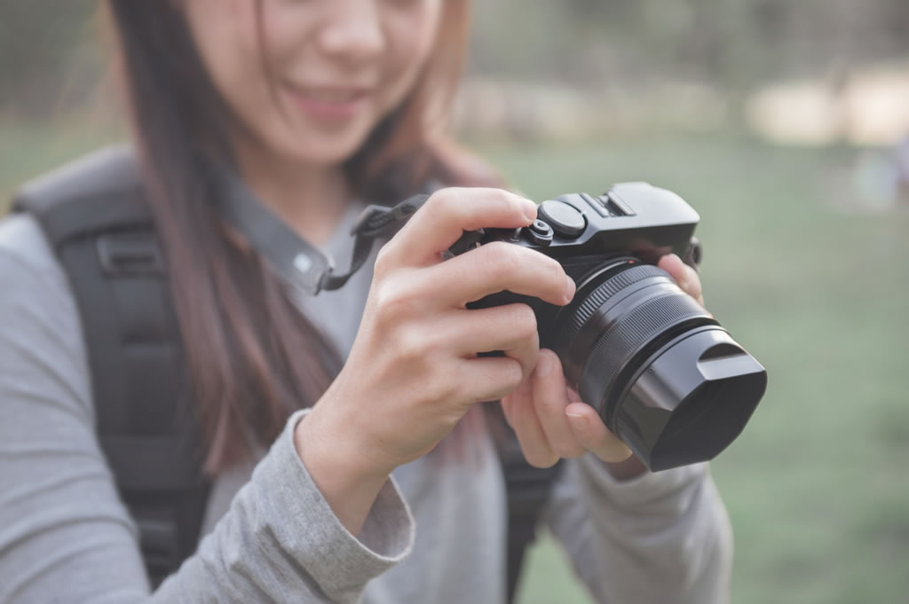 girl holding dslr camera